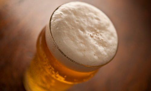 ¿Por qué es importante la espuma de la cerveza?